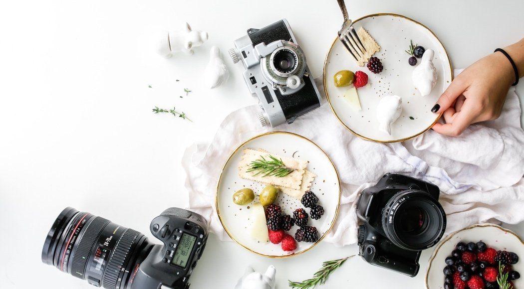 Come fotografare il cibo - foto in pianta di piatti e fotocamere