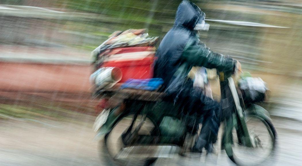 abbigliamento da moto per la pioggia cosa serve