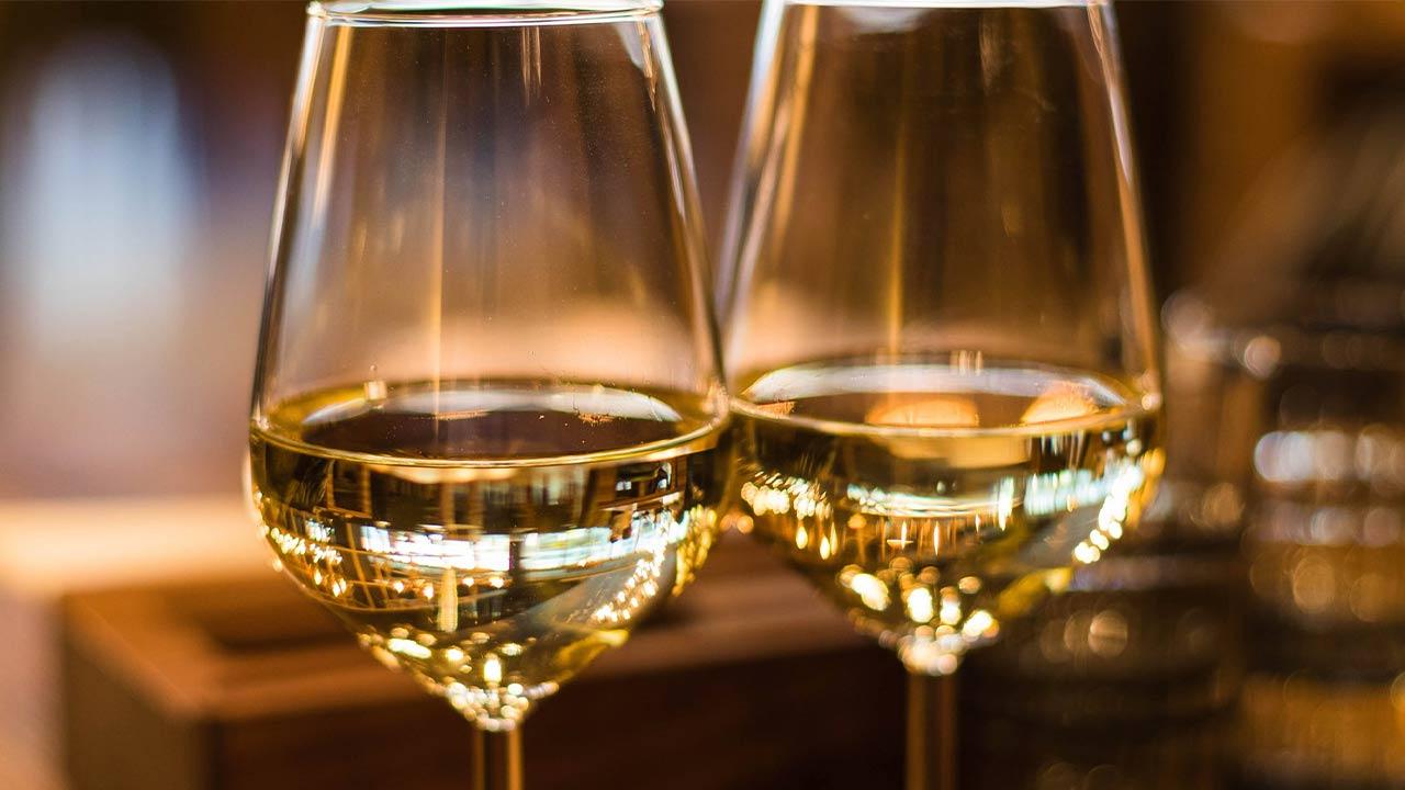 Vino bianco per Ricetta del Trancio di Pesce Spada piastra con Dadolata di Pomodorini