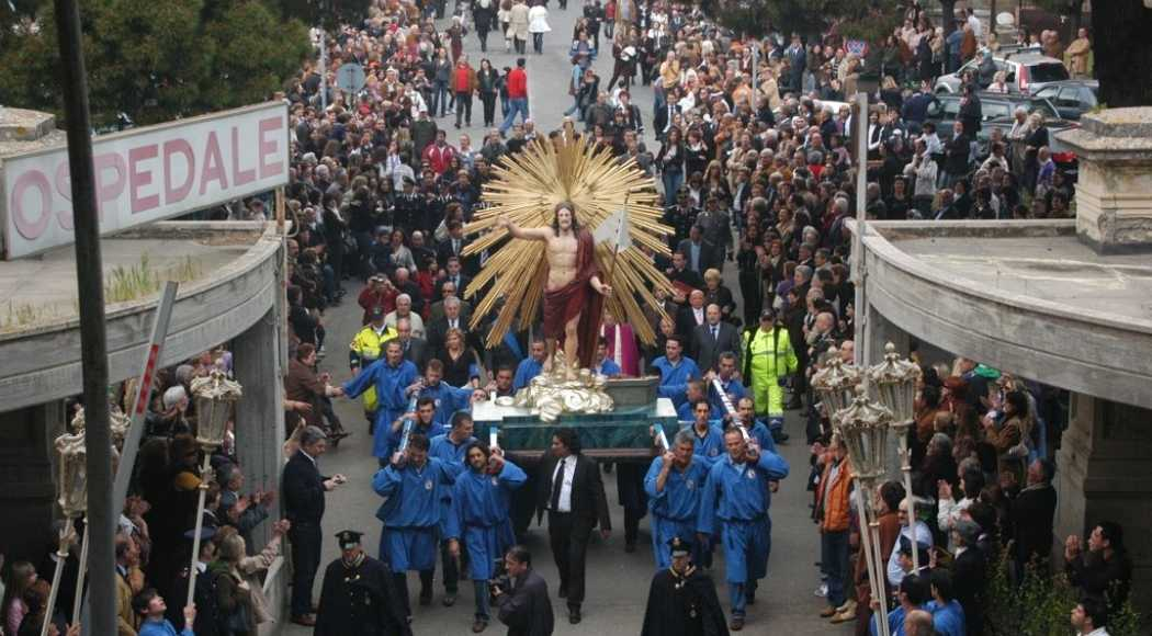 Festa a Tarquinia del Cristo che corre