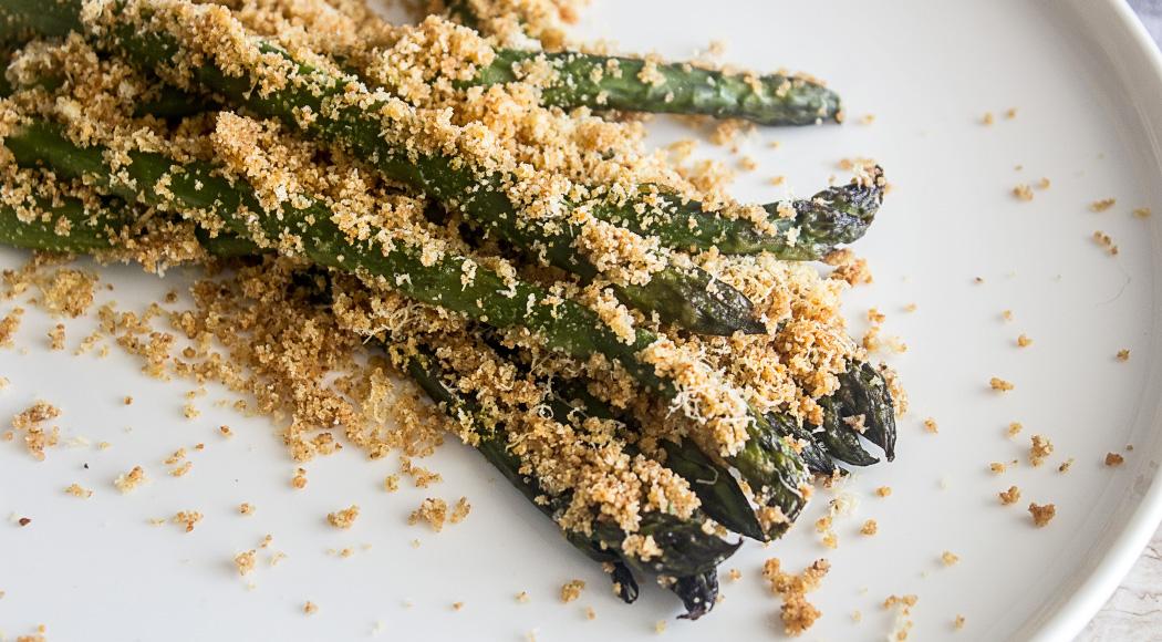 Ricetta degli asparagi gratinati la forno