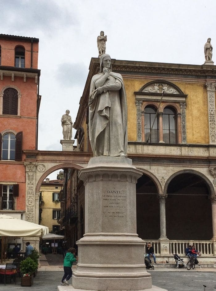Dante_Piazza_dei_Signori